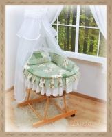 Koš s výbavou Darland - Patchwork zelený - bílá moskytiéra