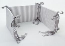 Mantinel na postýlku - šedé proužky, stuhy hvězdy v šedé