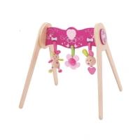 Dřevěná hrazdička s látkovými hračkami
