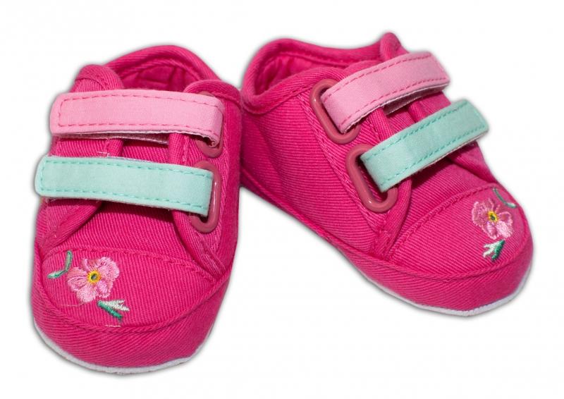 YO ! Kojenecké boty/capáčky s výšivkou kytiček - malinové
