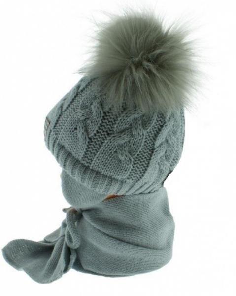 BABY NELLYS Zimní čepička s šálou - chlupáčkové bambulky - sv. šedá/tm. šedé