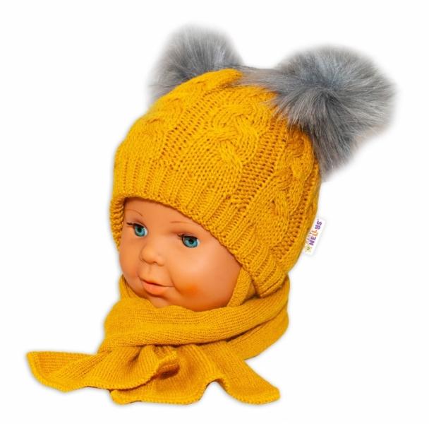 BABY NELLYS Zimní čepička s šálou - chlupáčkové bambulky - hořčicová