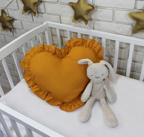 Baby Nellys Dekorační oboustranný polštářek - Srdce, 45  x 40 cm - hořčicové