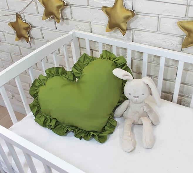 Baby Nellys Dekorační oboustranný polštářek - Srdce, 45  x 40 cm - olivové, zelené