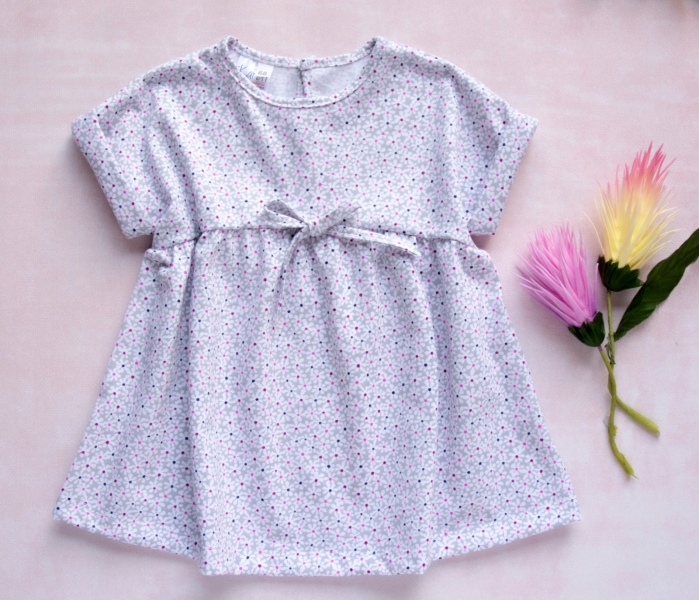 K-Baby Letní stylové dětské šatičky Květinky  - šedá s mini květinkami, vel. 74