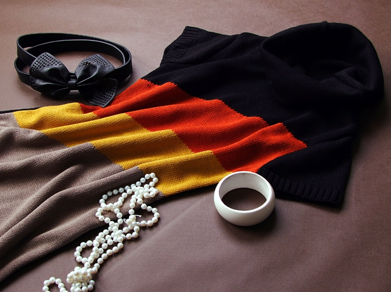 Be MaaMaa Těhotenská svetrová roláková tunika Julie - černá-červená-horčice