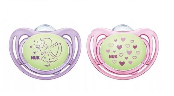 NUK Symetrický dudlík Night&Day, svítící - Víla, růžová/fialová, 0-6m +