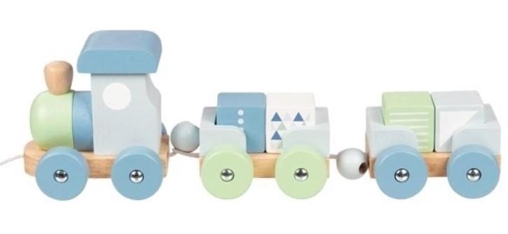 Goki Edukační dřevěná hračka tahací Vláček s kostkami na šňůrce, modro/zelené