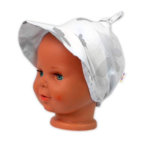 Baby Nellys Šátek na zavazování s kšiltem - Motýlci, bílý