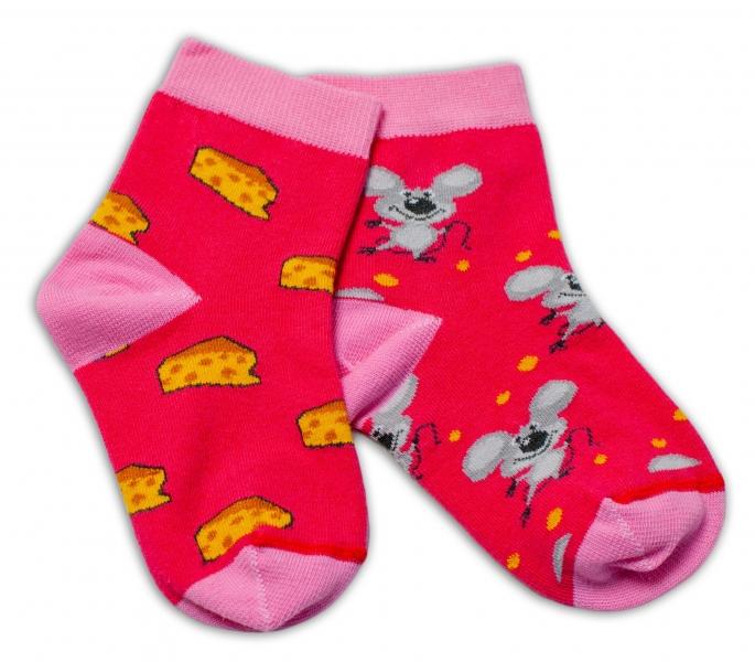 Baby Nellys Bavlněné veselé ponožky Myška a sýr - tmavě růžová