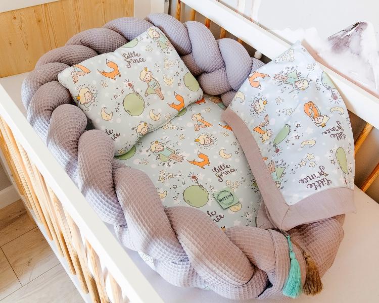 Baby Nellys Luxusní sada 2v1 hnízdečko/mantinel s výbavou Malý Princ - šedá