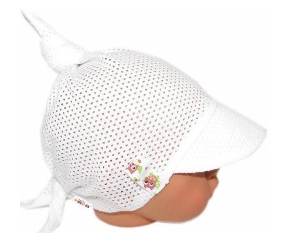 Baby Nellys Dětský síťkovaný šátek s kšiltem na zavazování, GIRL sovičky - bílý