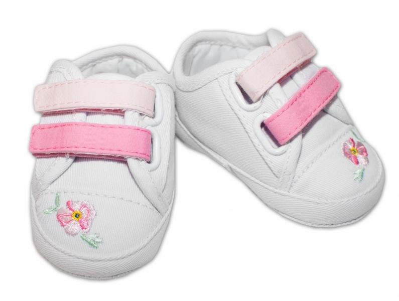YO ! Kojenecké boty/capáčky s výšivkou kytiček - bílé