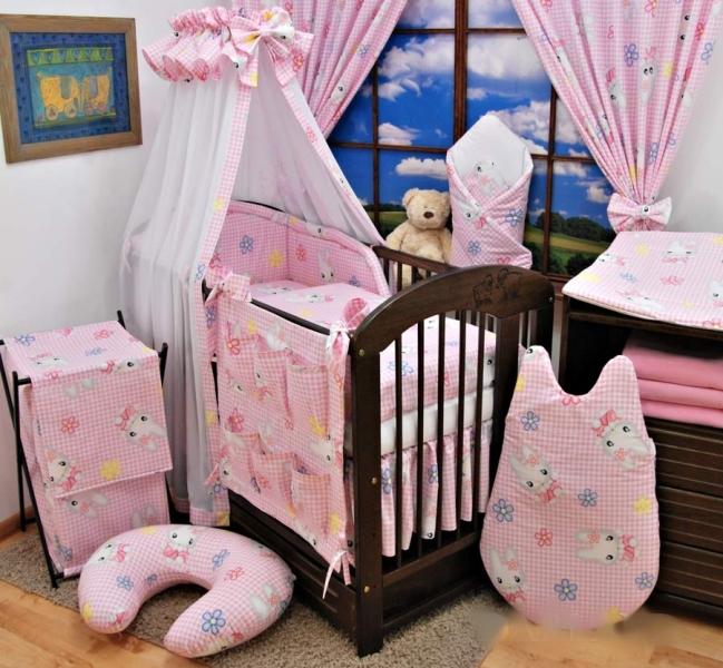 Krásný volánek pod matraci, Králíček růžový