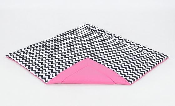 Hrací, přebalovací podložka 120x120cm - bílá/zigzag černý-růžová