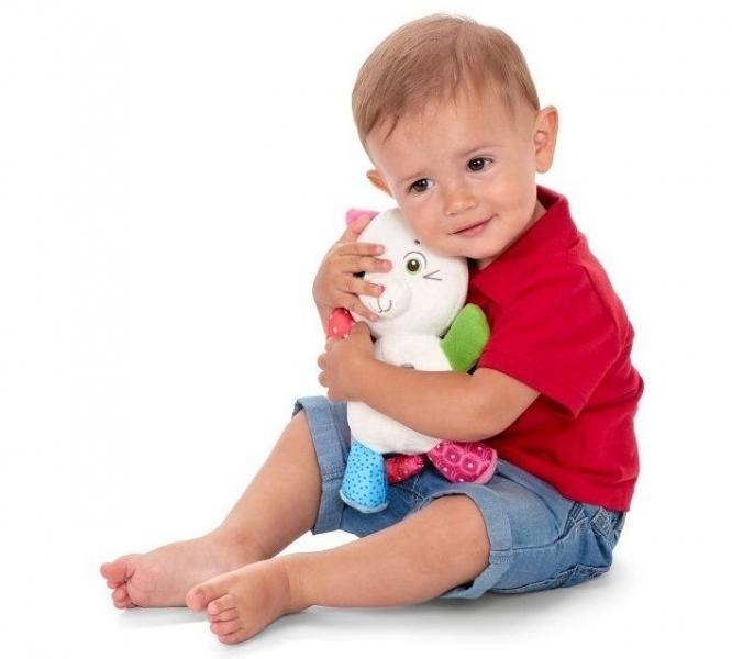 Kocourek Oliver s chrastítkem Chicco - smetanový