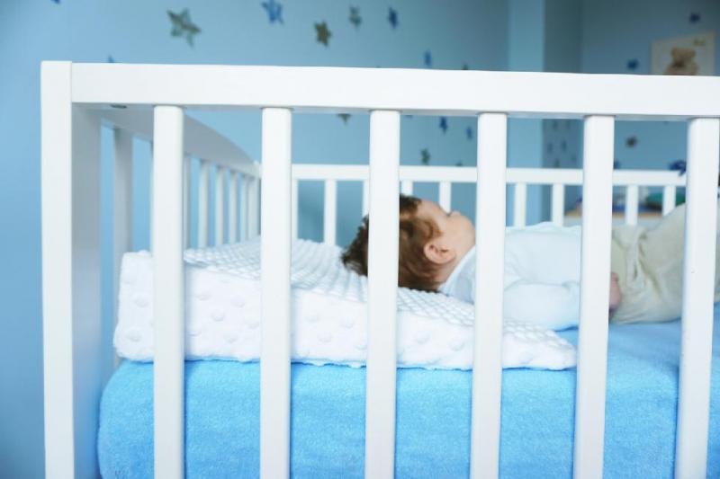 Baby Nellys Zvýšená poloha - Klín - minky sv. modrá