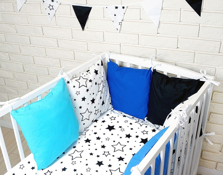 Polštářkový mantinel s povlečením - hvězdičky, černá/bílá/modrá, 135x100 cm