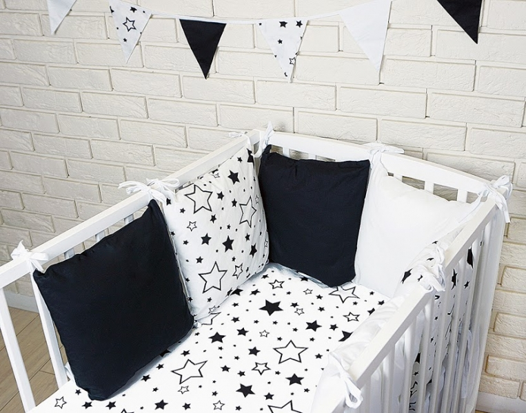 Baby Nellys Polštářkový mantinel s povlečením - hvězdičky, černá/bílá,135x100 cm, Velikost: 135x100