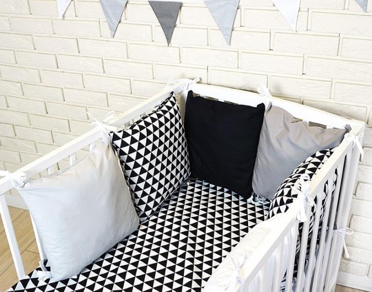 Baby Nellys Polštářkový mantinel s povlečením - trojúhelníčky, černá/bílá/šedá, 135x100 cm