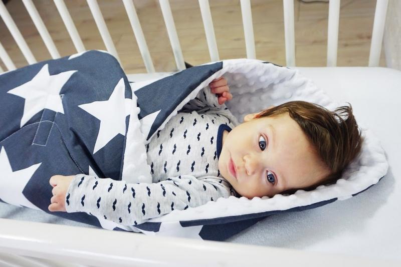Baby Nellys Oboustranná zavinovačka Minky - Ornamenty, Minky - sv. modrá