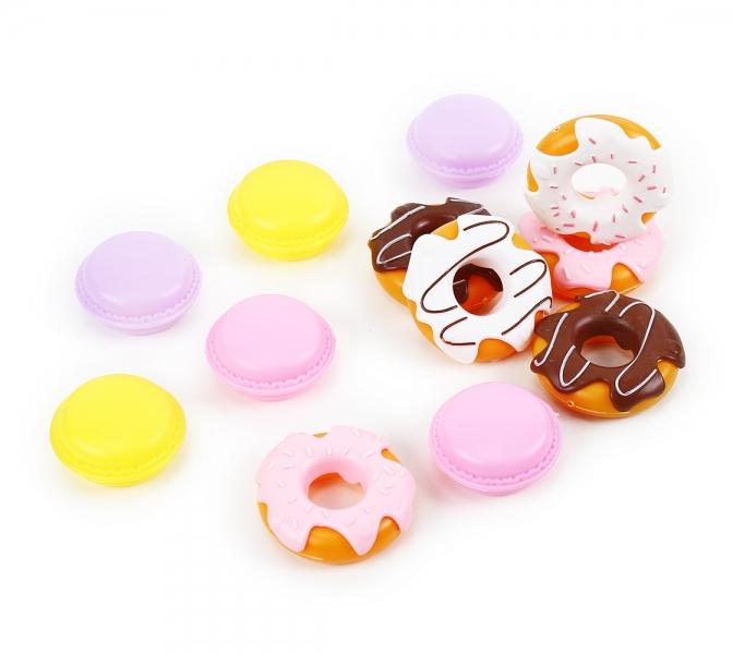 Sada sladkosti donuty a makronky