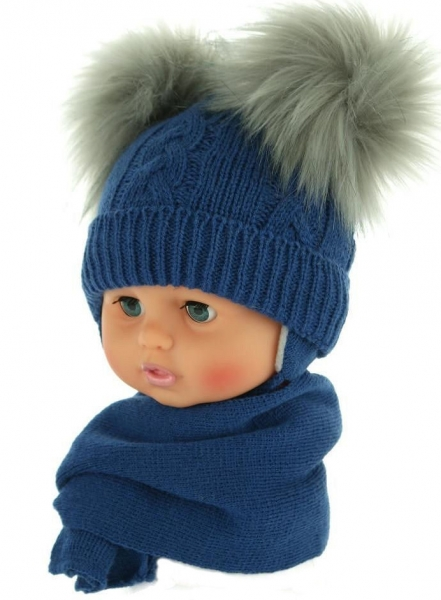 Zimní čepička s šálou - chlupáčkové bambulky - tm. modrá