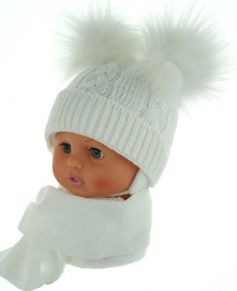 BABY NELLYS Zimní čepička s šálou - chlupáčkové bambulky - bílá
