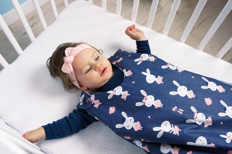 Baby Nellys Bavlněný spací vak Králíčci - granátový, 48x80cm