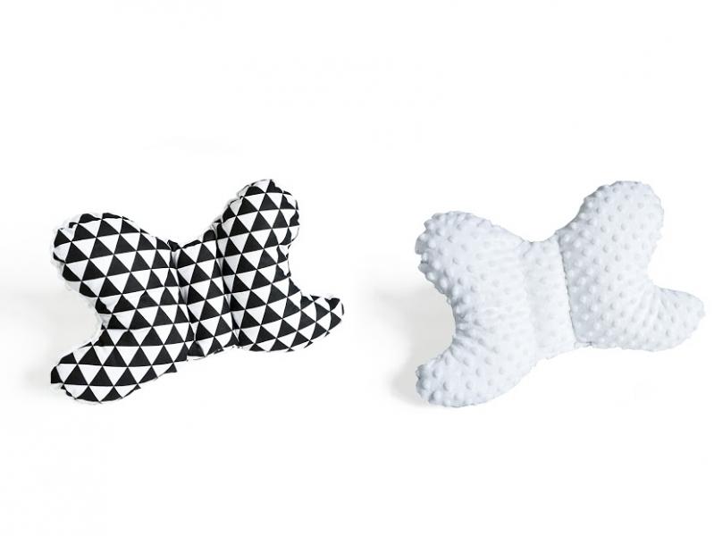 Baby Nellys Oboustanný polštářek Motýlek - trojúhelníčky, minky bílá