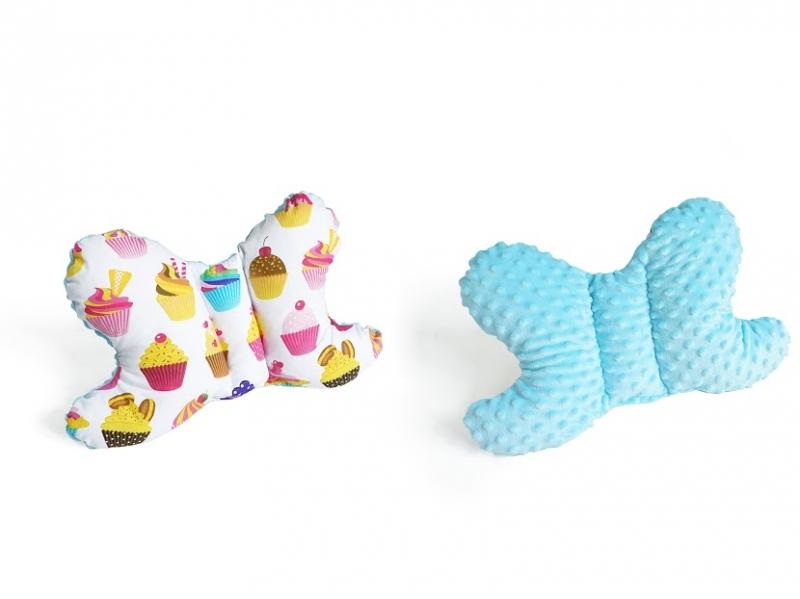 Baby Nellys Oboustanný polštářek Motýlek - sladkosti, minky modrá